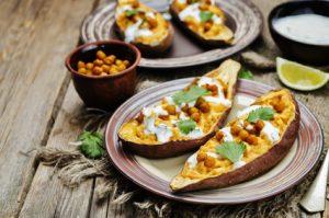 Gesunde Hauptmahlzeit mit Kartoffeln